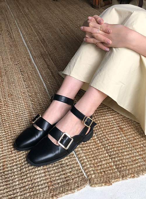 wide buckle strap shoes