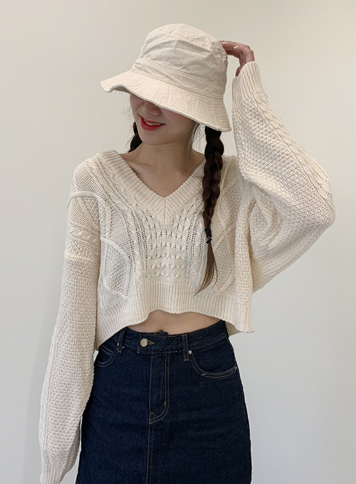 v neck crop knit (3colors!)