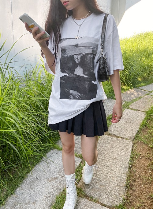 Monalisa graphic t (2colors!) 블랙 당일발송
