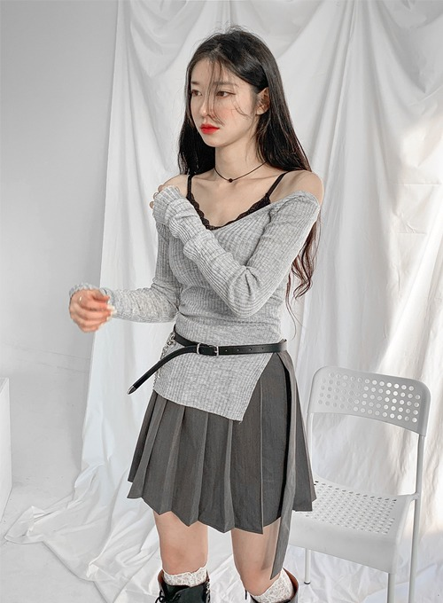 v shoulder cut knit (2colors!)