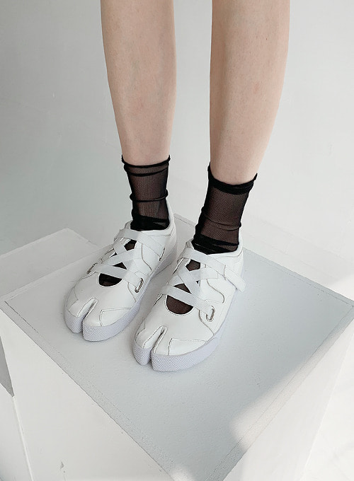 tabi velcro shoes