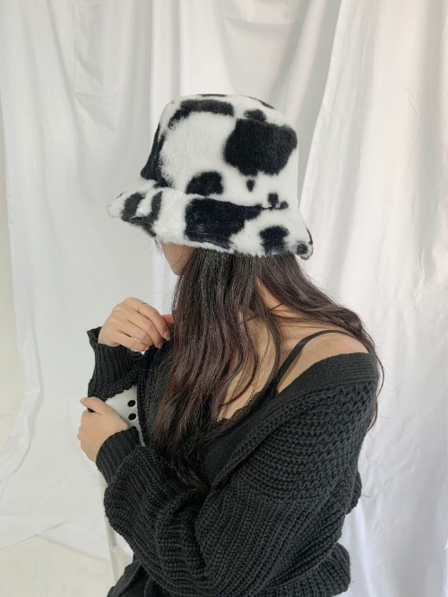 cow fur hat (2colors!)