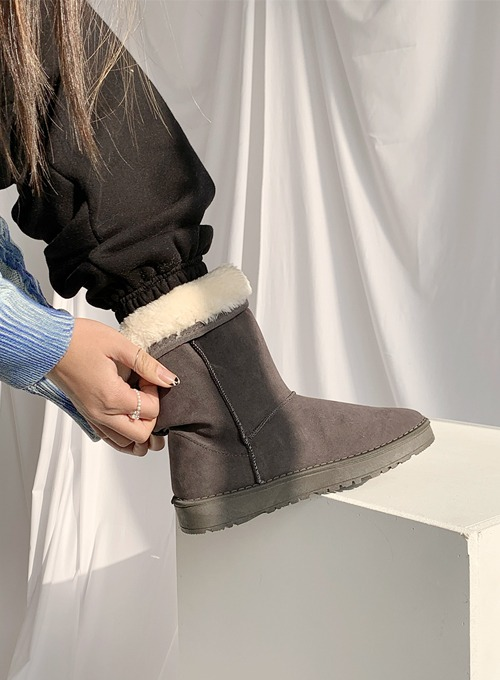 winter ugg boots (2colors!)
